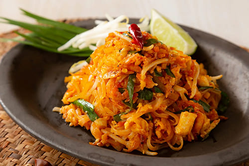 シラチャソースで辛旨レシピ!タイの本格パッタイを作ろう