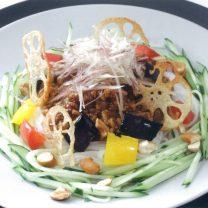 フォーのカラフルジャージャー麺