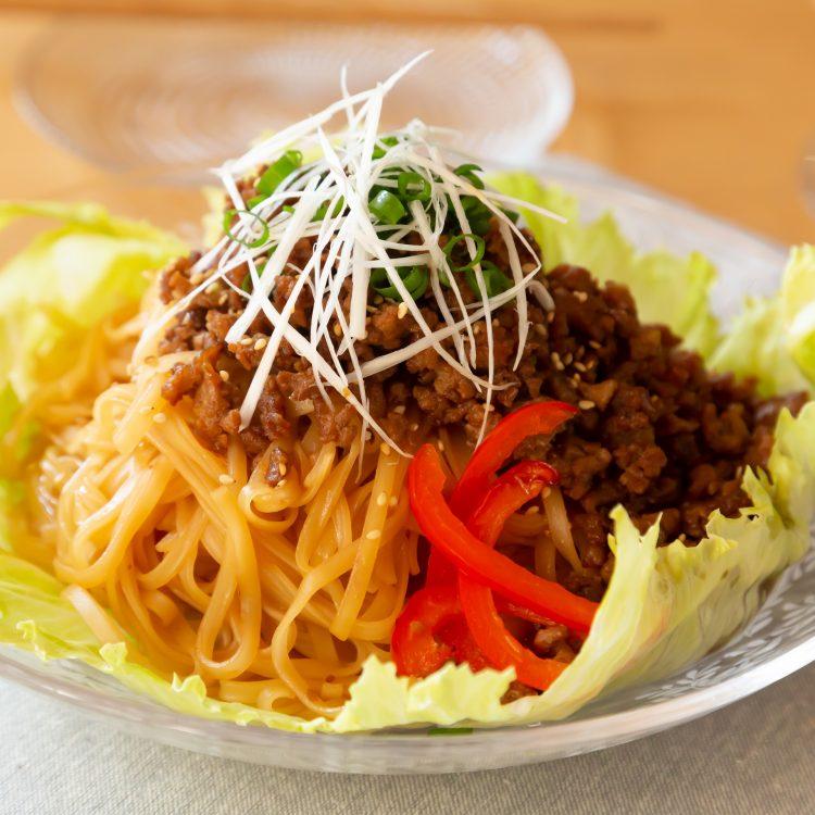 お米の平めんで作る サラダ坦々麺