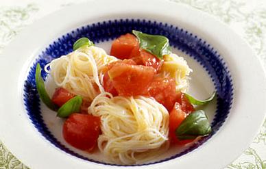 トマトとバジルの冷製パスタ風