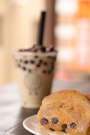 現在、タピオカの大ブーム!食べるタピオカが全国に先駆けて登場 ビーフンと焼小龍包の専門店『YUNYUN(ユンユン)』神戸南京町店で「珍珠茉莉花奶茶もち(タピオカジャスミンミルクティーもち)」7/18(木)発売