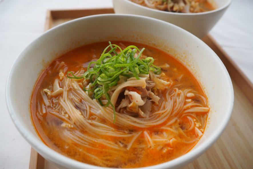 焼ビーフンで簡単☆きのこのキムチスープ