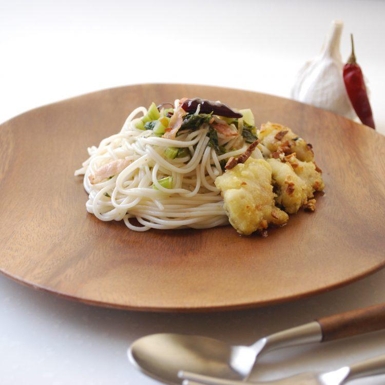 野沢菜の簡単ペペロンチーノ~白身魚のせ~