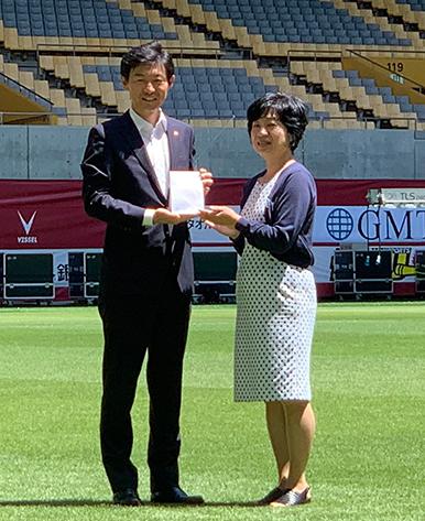 ケンミン食品がヴィッセル神戸と共同で神戸の医療従事者を支援「こうべ医療者応援ファンド」への寄付金目録贈呈式を開催しました