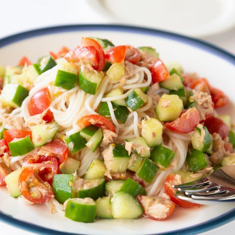 トマトときゅうりのライスパスタサラダ