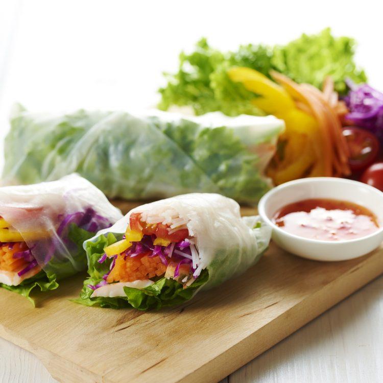 ライスペーパーで彩り野菜のサラダロール