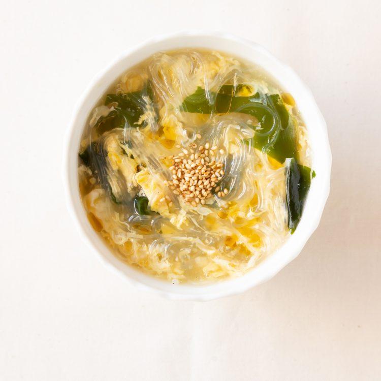 ふんわり卵とわかめの中華はるさめスープ