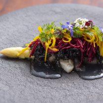 白アスパラガスと貝類を使った 3種の味を染み込ませたビーフンのソース仕立て