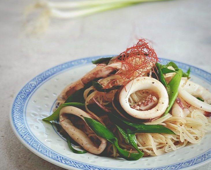 簡単疲労回復レシピ!疲れたときこそ、食事が大事!!イカと青ネギの焼ビーフン